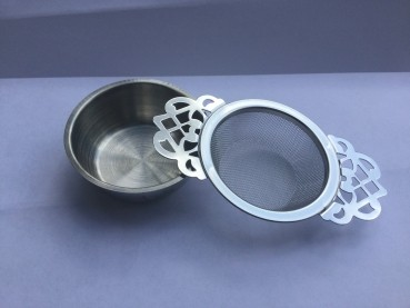 Sieve and drip tray for stainless steel balls
